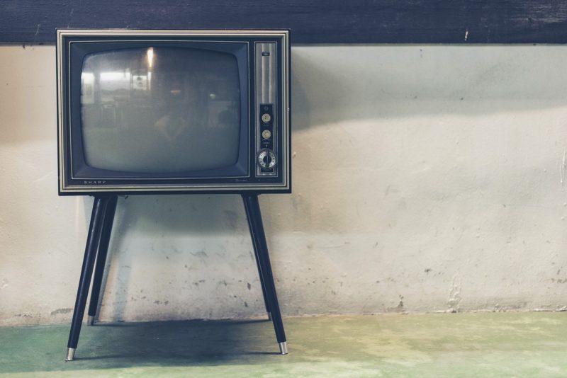 【ミニマリスト】テレビは不要なので断捨離しました【理由 + メリット】