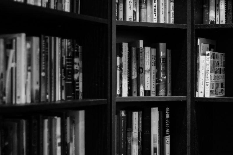 【本棚の断捨離】ミニマリストが実践したこと & ポイント