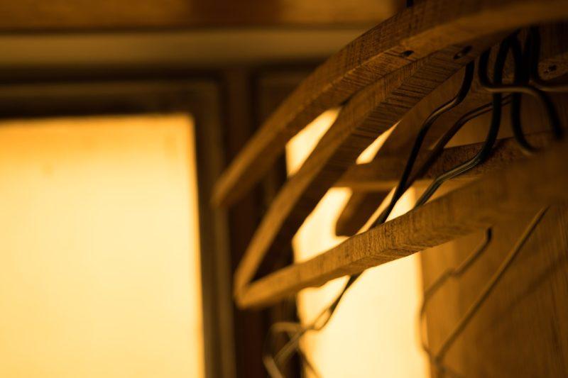【ミニマリスト】クローゼット / 押し入れのない部屋の収納術